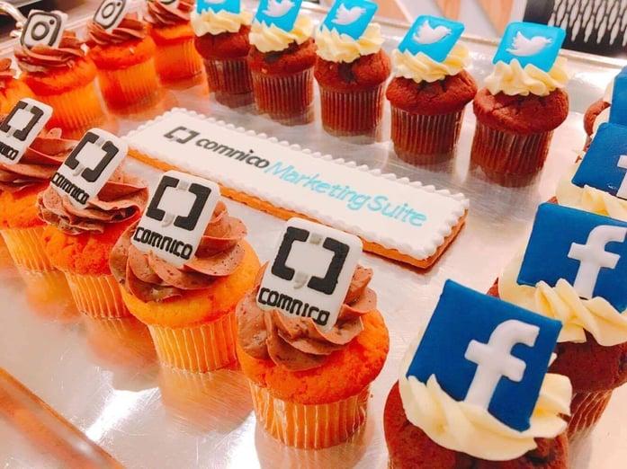 コムニコやSNS各社のロゴをデザインしたカップケーキ
