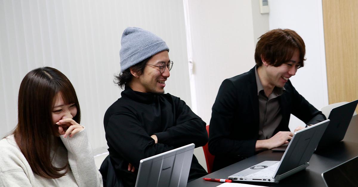 終始楽しそうに質問に答える吉澤・中野・髙橋